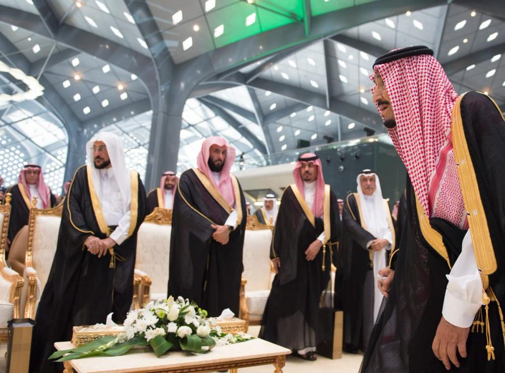 Custodian of the Two Holy Mosques King Salman with the Saudi staff of the Haramain Express Train. — SPA