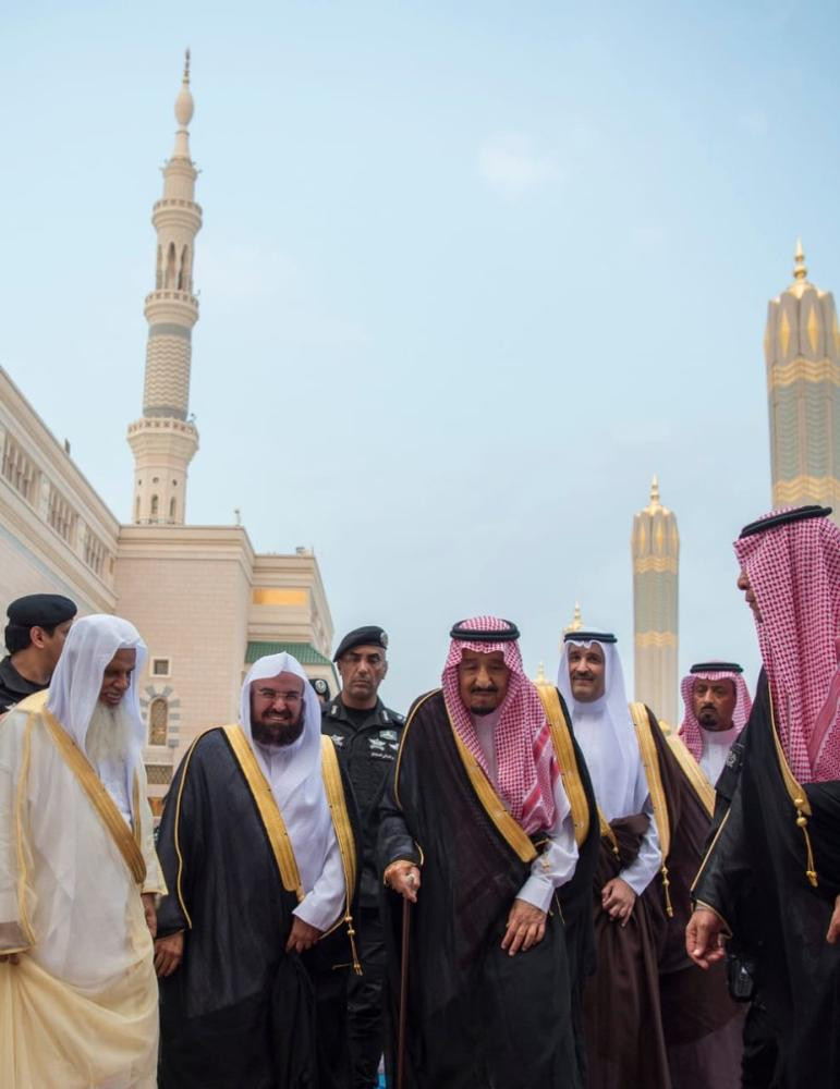 King, Crown Prince visit Prophet's Mosque