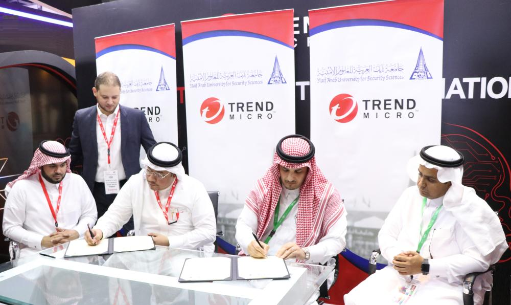 Dr. Abdulmajeed Al-Banyan, president of Naif Arab University for Security Sciences, and Dr. Moataz Bin Ali, VP for Trend Micro Middle East and North Africa signing the deal.