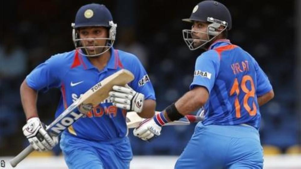 Virat Kohli (R) and Rohit Sharma