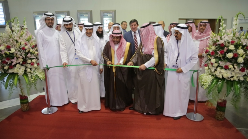 Assistant Minister of Municipal and Rural Affairs for Planning and Development and the Head of the Objectives Achievement Center Dr. Ghanem Bin Al-Humaidi Al-Mohammadi cuts the ceremonial ribbon at the opening of Saudi Build 2018 in Riyadh