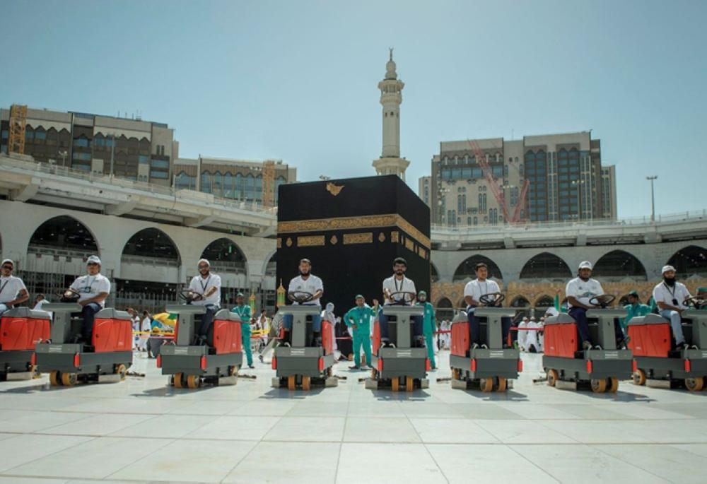 1st batch of 85 Saudis join Grand Mosque cleaning team