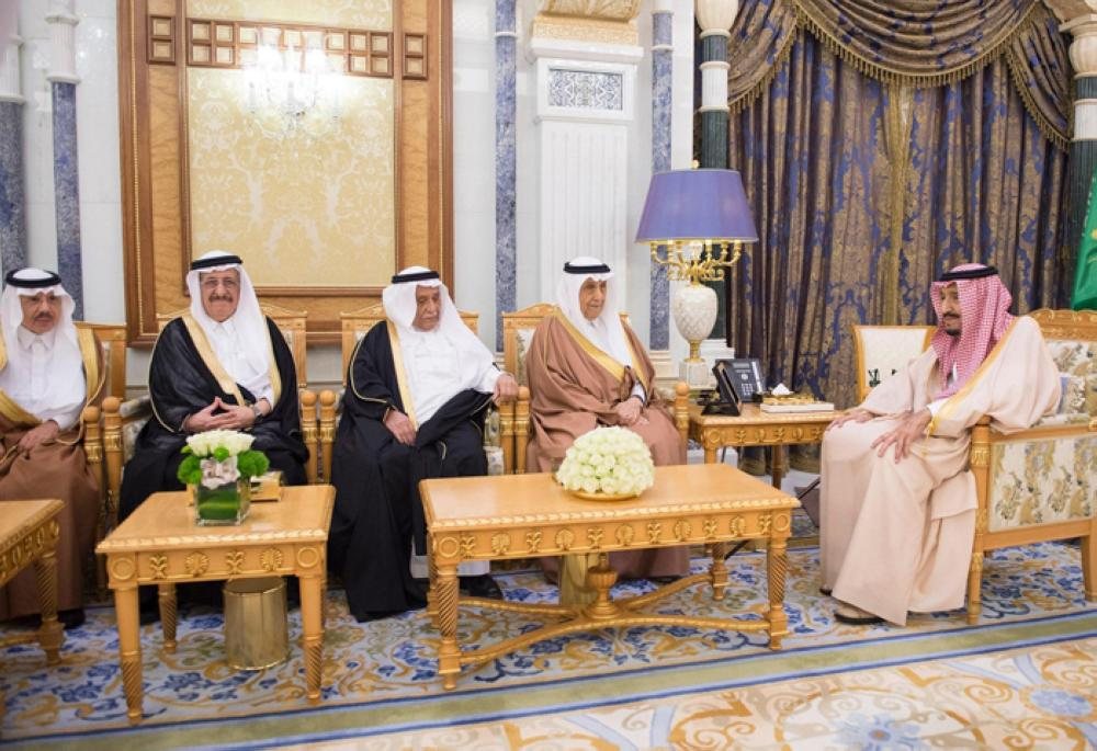 Custodian of the Two Holy Mosques King Salman receives former ministers, writers and intellectuals at Al-Yamamah Palace in Riyadh on Thursday. –SPA