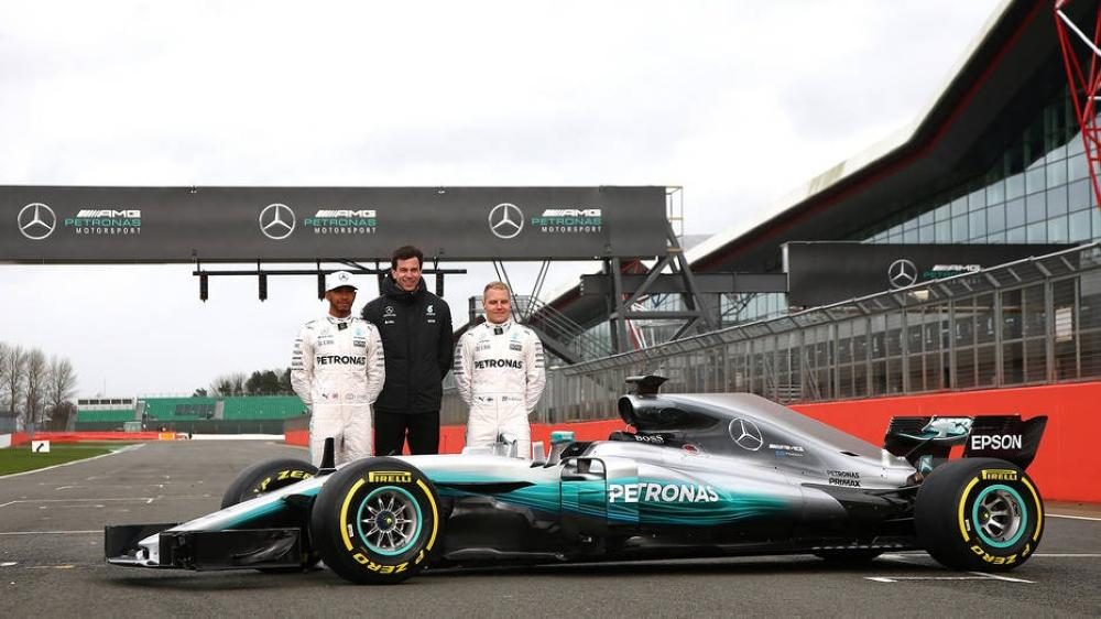 Record-breaking Hamilton claims Mercedes' 100th pole position