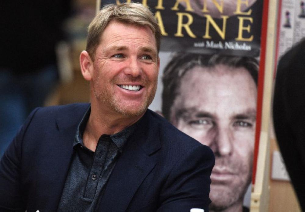 Australian cricketing great Shane Warne, seen during a book-signing event in Melbourne last month, has offered to help Australian cricket out of its current spiral.