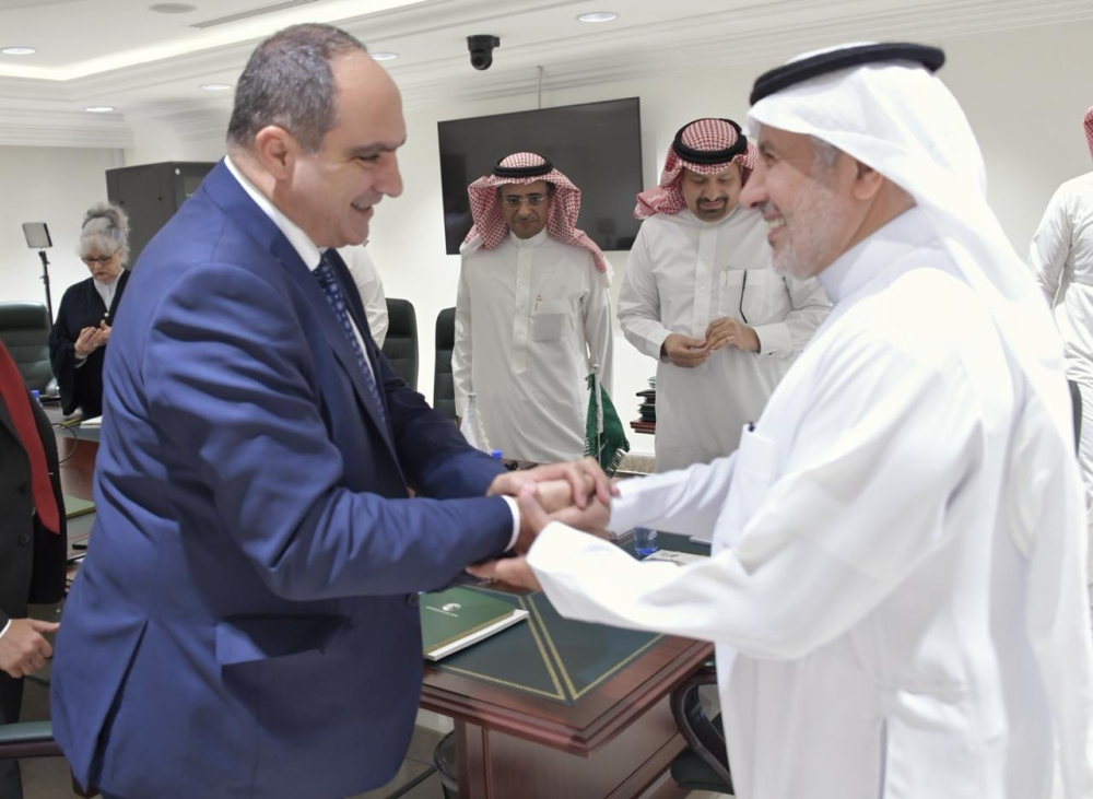 Dr. Abdullah Al-Rabeeah receives George Khoury, deputy director of the United Nations Office for the Coordination of Humanitarian Affairs (OCHA), in Riyadh recently.