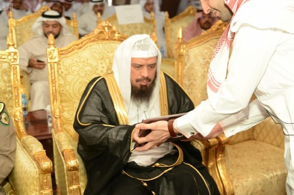 Qais Al-Muaiqli of the Ministry of Islamic Affairs launching the Smart Mosques initiative in Madinah.
