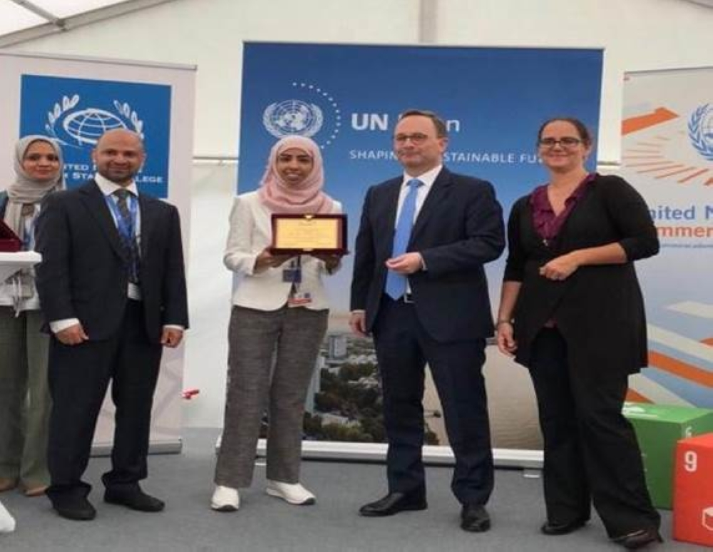 Fatin Al-Shehri receives the honor for participating in the activities of the World Science Day for Peace and Development at the UN headquarters in Geneva.