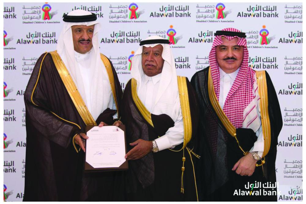 Prince Sultan Bin Salman (left); Alawwal bank Chairman Eng Mubarak Al-Khafrah (middle) after the signing of agreement