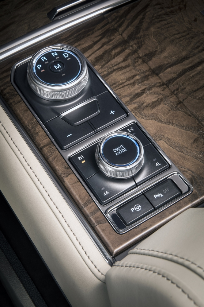 The all-new Ford Expedition is equipped with an e-shifter, as well as a Terrain Management System that lets drivers select a drive mode that optimizes handling for different conditions, including loose terrain from grass, gravel and snow, or uneven surfaces such as mud and ruts.