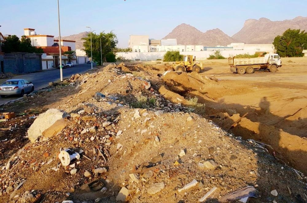 Under a new initiative by the Makkah governorate, contractors will be obliged to quickly remove construction debris from work sites.