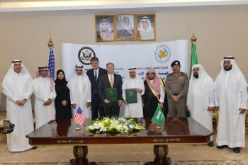 Officials of the Saudi Human Rights Commission and US State Department's Office to Monitor and Combat Trafficking in Persons after signing the MoU for technical cooperation. — SPA