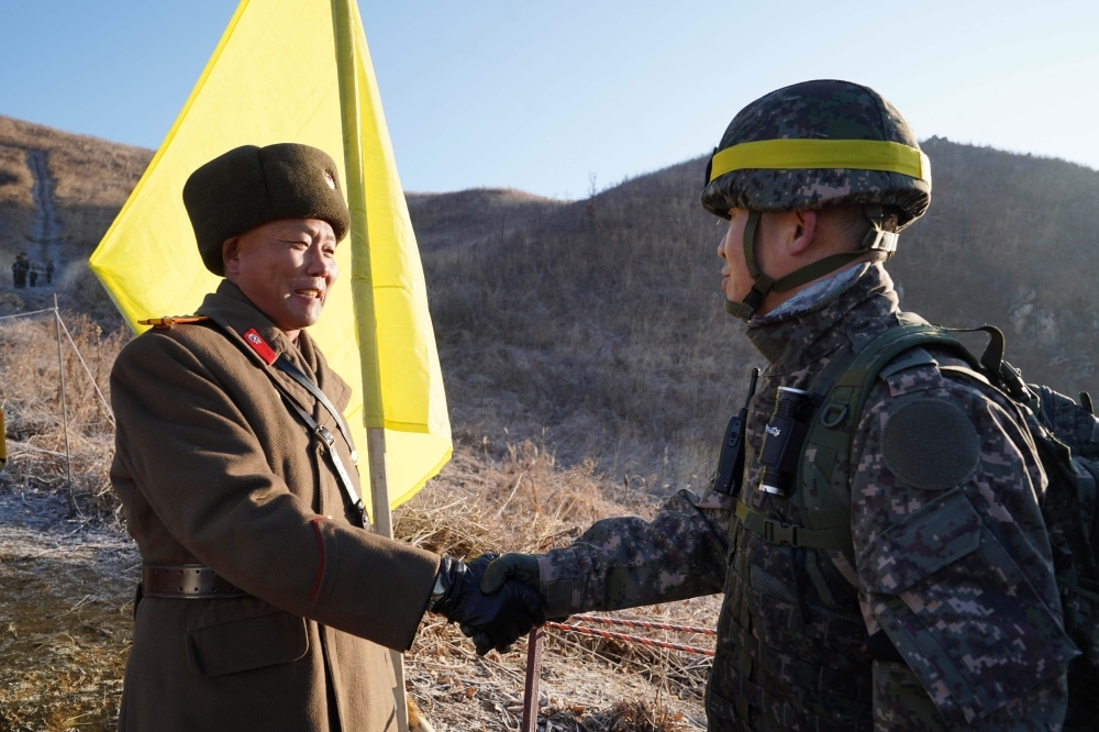 Korean Soldiers Verify Removal of Border Armed Guard Posts