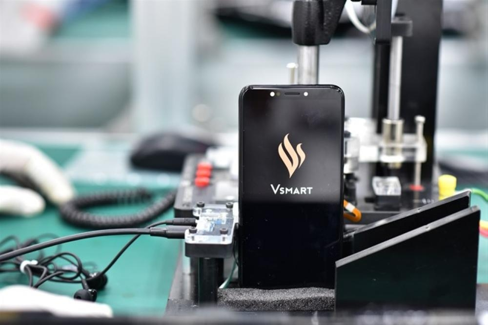 Vingroup unveils its first made-in-Vietnam mobile phones on Friday. — Courtesy photo