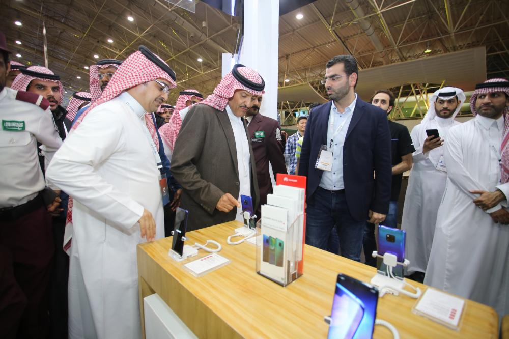 Prince Sultan Bin Salman, President of the Saudi Commission for Tourism and National Heritage, during his visit to the Huawei booth
