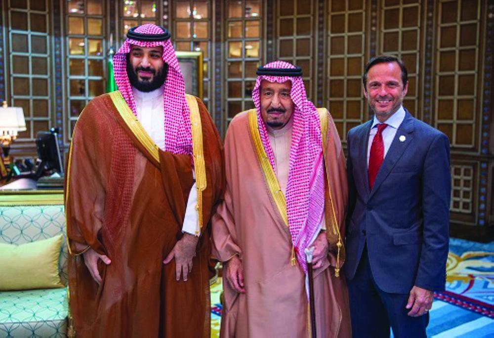 Custodian of the Two Holy Mosques King Salman Bin Abdulaziz  (center) and Crown Prince Muhammad Bin Salman, deputy premier and minister of defense, with John Pagano, Chief Executive Officer at The Red Sea Development Company — SPA photos