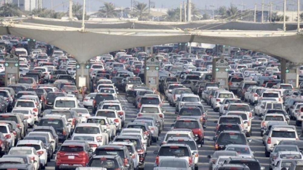 The King Fahd Causeway saw a heavy traffic toward Bahrain for the third day in a row.