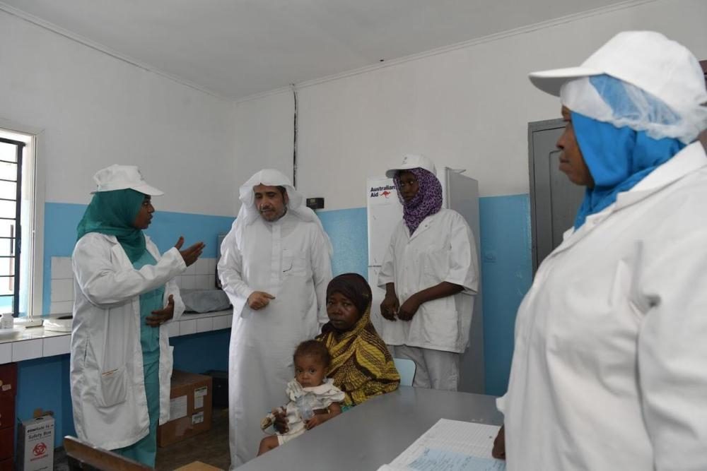 MWL chief Dr. Muhammad Al-Issa is being briefed on the organization's development and health projects in the Comoros.