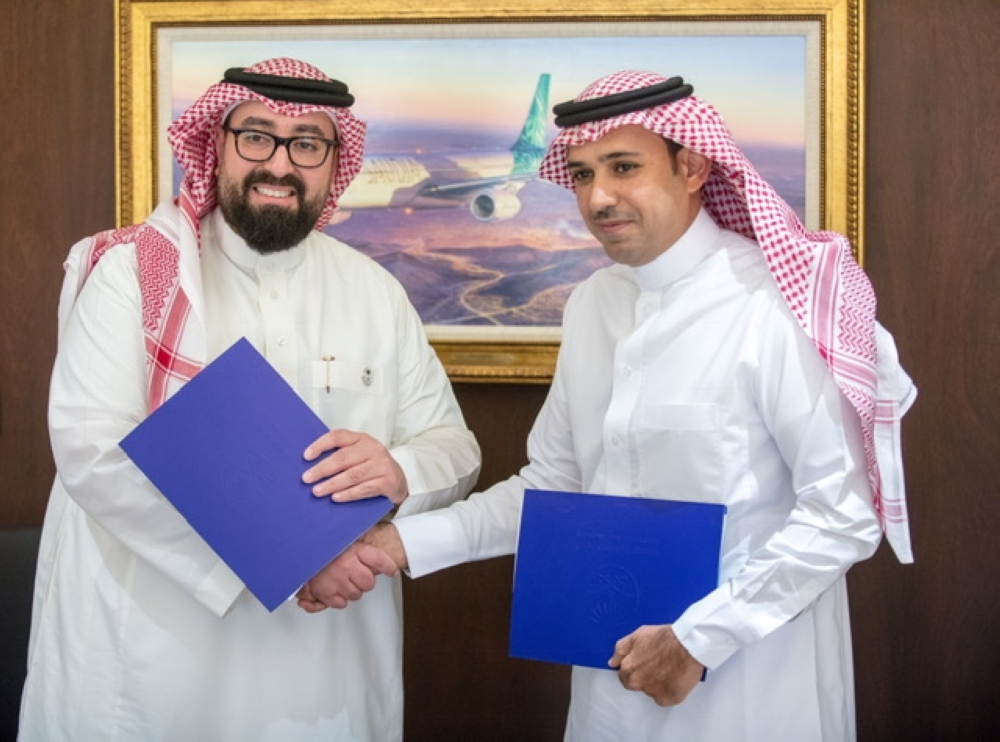 Director General of the Saudi Aviation Club, Captain Ayed Odhaib Alkasme and Saudi Arabian Airlines Vice President Corporate Communications, Fahad Bahdailah shake hands after the signing of agreement