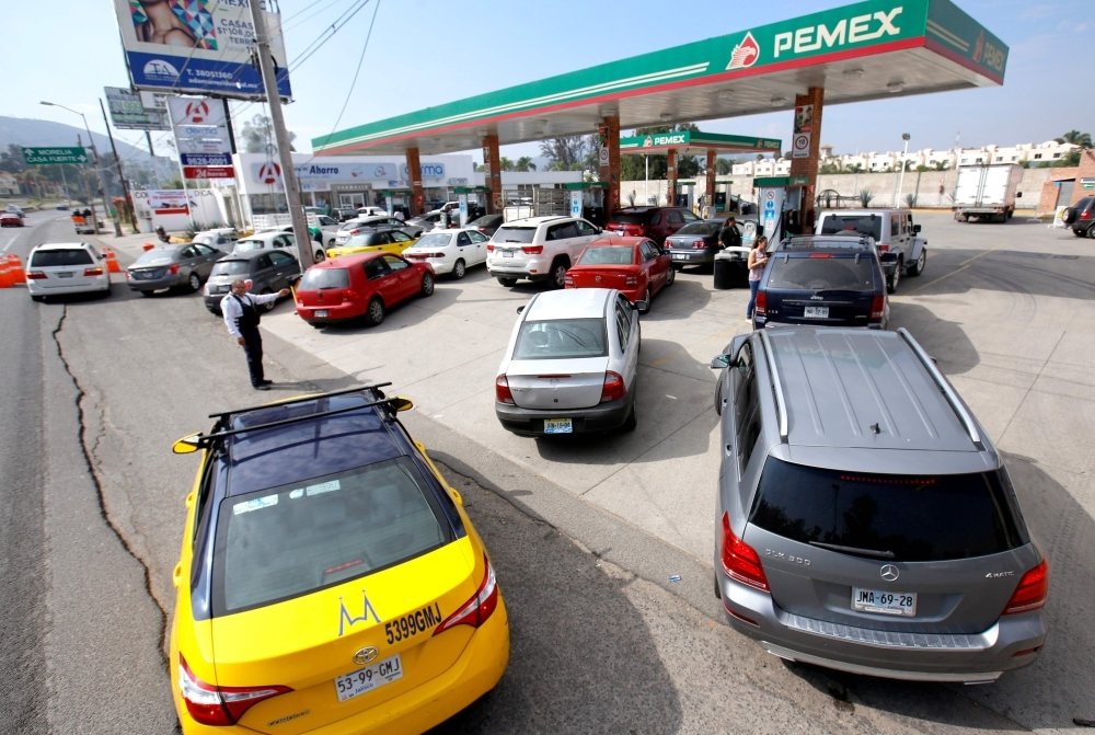 Motorists queue at a Pemex service station in Tlajomulco, Jalisco State, Mexico,Saturday as a controversial government crackdown to fight fuel theft has led to severe gasoline and diesel shortages across much of the country. — AFP