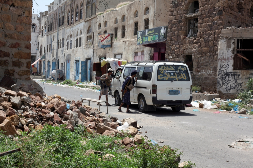 Government soldiers man a checkpoint at a neighborhood the army took over after clashes with Houthi militants in Taiz, Yemen, in this file photo. — Reuters