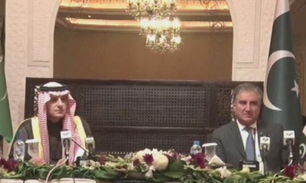Saudi Minister of State for Foreign Affairs Adel Al-Jubeir (left) and Pakistan Foreign Minister Shah Mahmood Qureshi address a joint press conference in Islamabad on Monday.