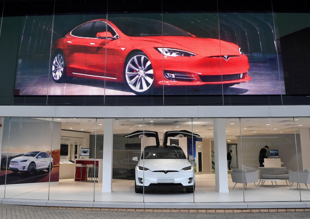 Tesla Cuts Price of Model S and Model X Cars