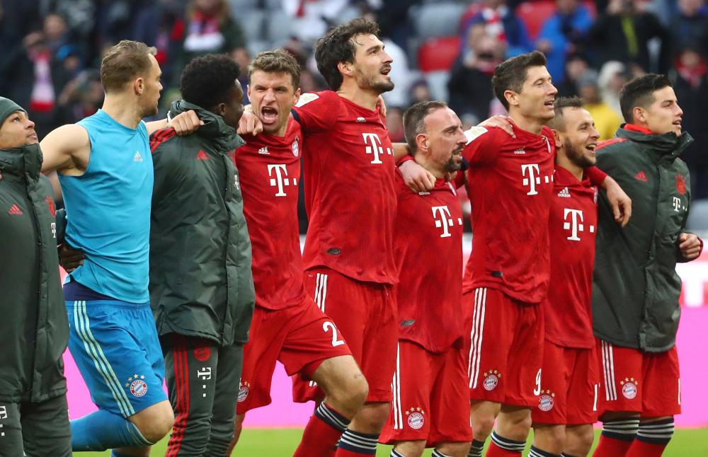 Bayern overtake Dortmund to lead German Bundesliga