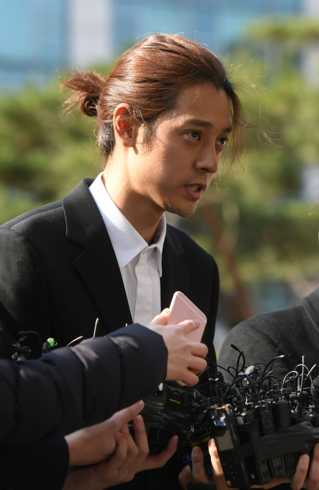 K-pop star Jung Joon-young (C) speaks to the media as he arrives for questioning at the Seoul Metropolitan Police Agency in Seoul. — AFP