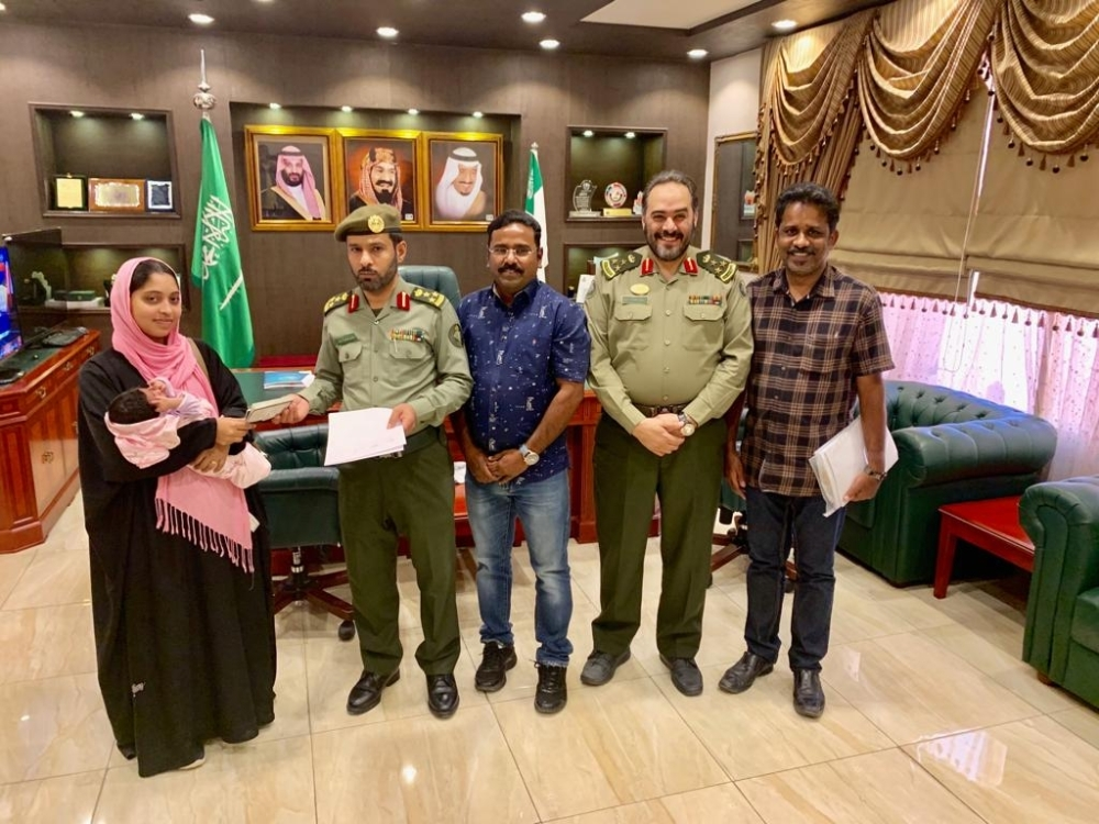 Tintu Stephen receives her exit visa from Director General of Passports in Asir Brig. Gen. Saad Bin Ibrahim Al-Hussien.