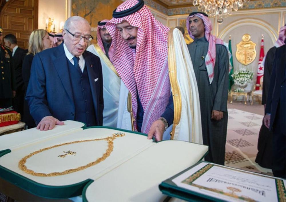 Custodian of the Two Holy Mosques King Salman confers the King Abdul Aziz Order to Tunisian President Beji Caid Essebsi on Friday. — SPA