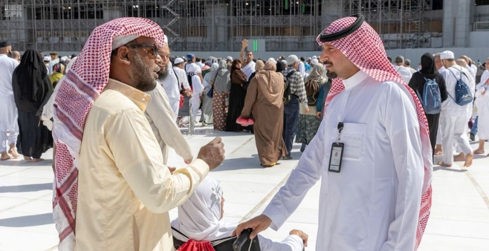 The General Presidency of the Two Holy Mosques Affairs has deployed more than 50 field employees to detect and report any negative tendencies in and around the Grand Mosque in Makkah.