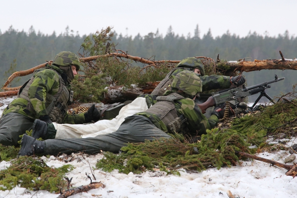 Soldiers from the Swedish Army's Gotland regiment load a machine gun on a range on the island of Gotland, Sweden, in this Feb. 5, 2019 file photo. — AFP
