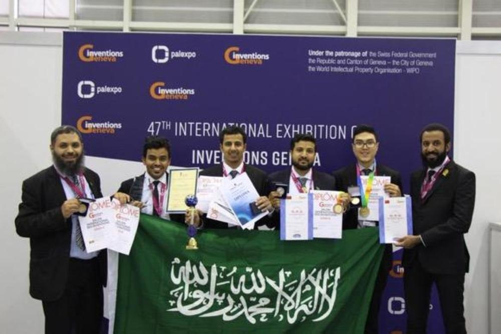 The six technical college trainees who won awards in 47th International Exhibition of Inventions of Geneva.