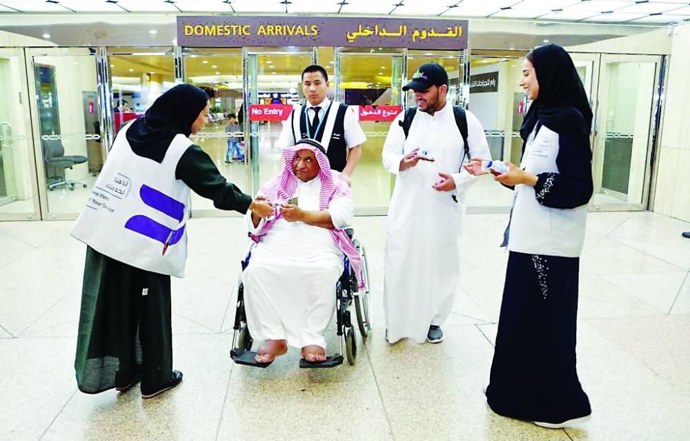 Saudi volunteers distribute free iftar meals at Dammam airport