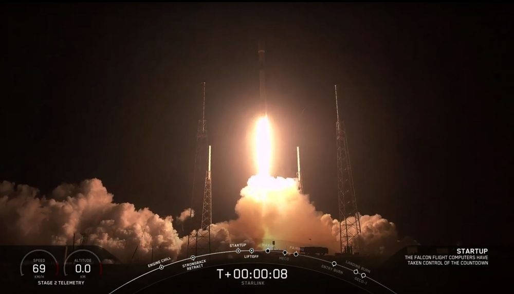 This video grab taken from the Space X webcast transmission on May 23, 2019, shows a SpaceX Falcon 9 rocket with 60 Starlink satelites lifting off from Space Launch Complex 40 (SLC-40) at Cape Canaveral Air Force Station, Florida.  — AFP