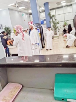 The passengers say they cannot find chairs to sit at the waiting lounge of Taif airport.