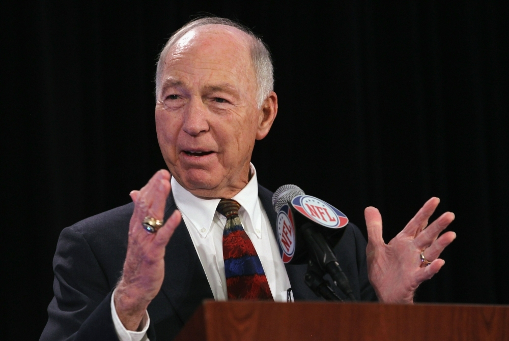 Green Bay Packers legend Bart Starr, who is accepting the FedEx Air NFL Player of the Year award on behalf of Aaron Rodgers, speaks with the press at the Super Bowl XLV media center in Dallas, Texas, in this Feb. 2, 2011 file photo. — AFP