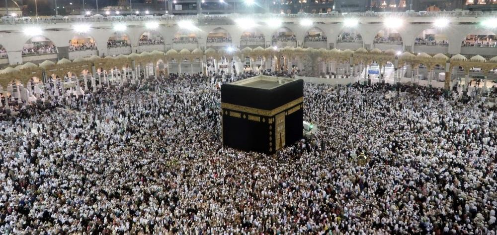 Faithful throng the Grand Mosque in Makkah to offer Khatm Al-Qur'an prayers on Sunday, 29th night of the holy month of Ramadan. — SPA