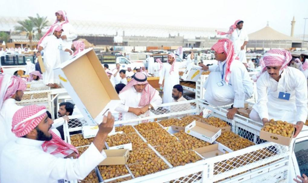 With about 440,000 Saudi workforce of both genders in the retail and wholesale business, the sector has seen an increase of 25 percent more jobs at the end of the first quarter of 2019. — Courtesy photo