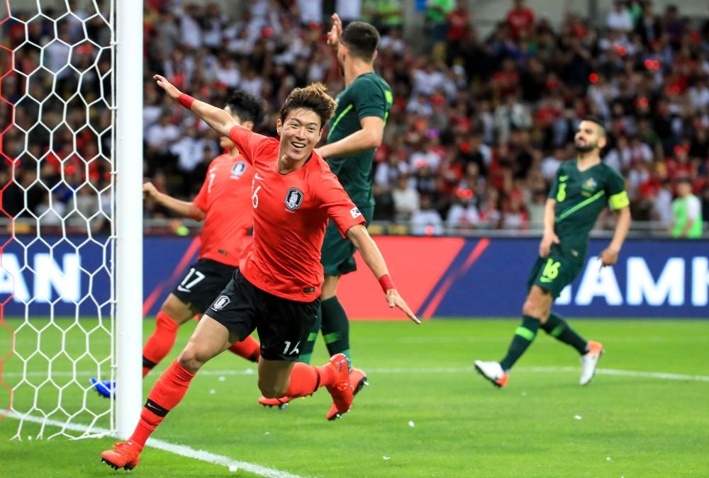 Hwang strikes late to give South Korea win over Socceroos