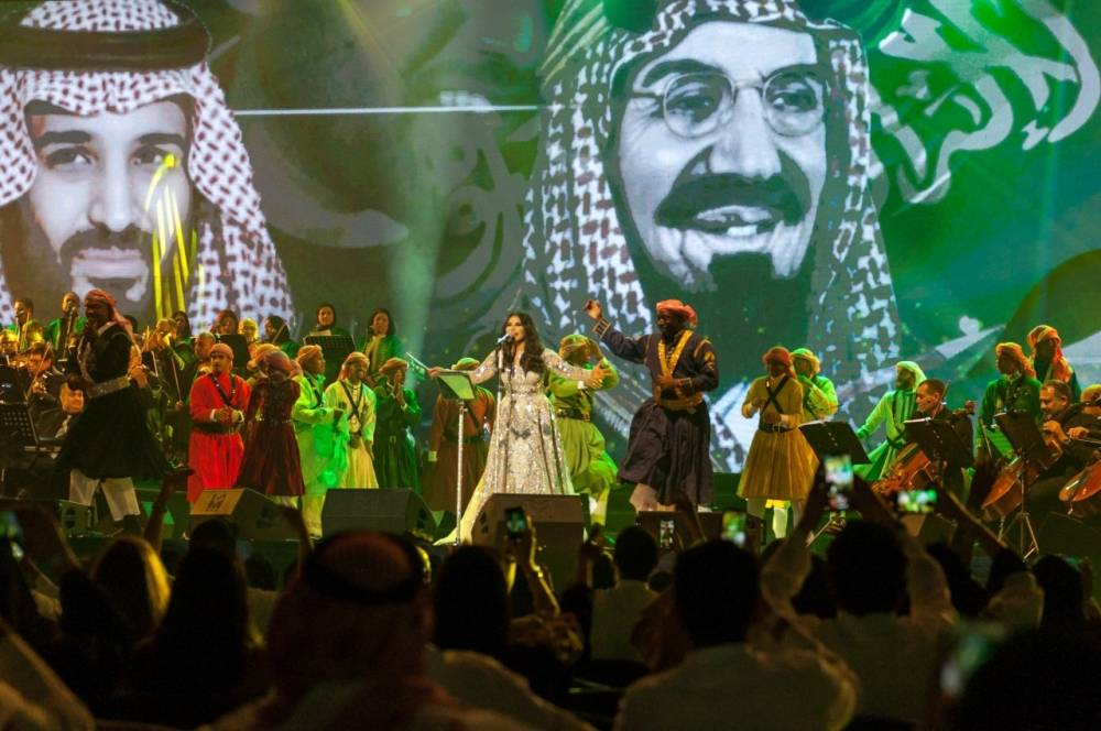Emirati singer Ahlam surprised the 6,000-strong Jeddah audience by singing the Saudi national song at her concert at Al-Jawharah Theater at King Abdullah Sports City on Saturday night. — Okaz photos