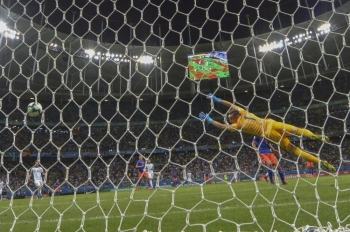 Argentina's goalkeeper Franco Armani can't prevent Colombia's Roger Martinez (out of frame) from scoring during their Copa America football tournament group match at the Fonte Nova Arena in Salvador, Brazil, on Sunday. — AFP