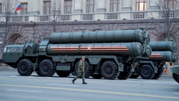 A Russian serviceman walks past S-400 missile air defense systems before a parade marking the anniversary of the victory over Nazi Germany in World War II, in central Moscow, Russia, in this April 29, 2019 file photo. — Reuters