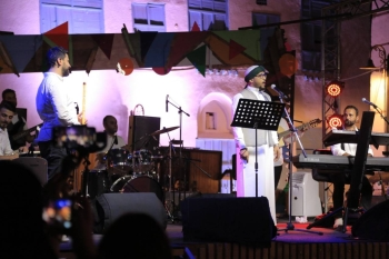 Musical shows are organized daily between 9:15 p.m. to 11:00 p.m. at the  main venue at the Baraha near the Ministry of Culture office in Jeddah.