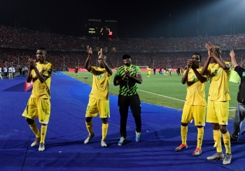 Zimbabwe players greet their fans after the 2019 Africa Cup of Nations (CAN) football match between Uganda and Zimbabwe at the Cairo International Stadium on Wednesday. — AFP