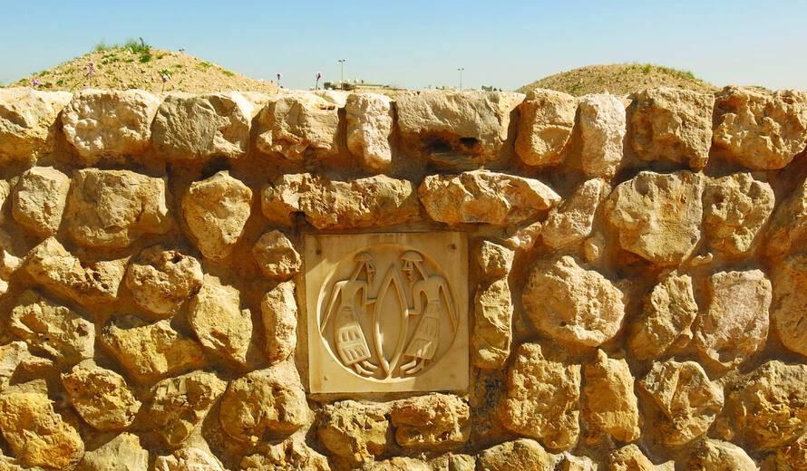 Hasil gambar untuk Dilmun Burial Mounds