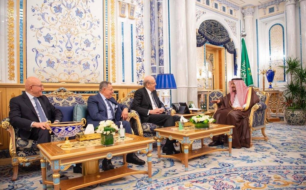 Custodian of the Two Holy Mosques King Salman receives Lebanese former prime ministers Najib Mikati, Fouad Siniora and Tammam Salam at Al Salam Palace in Jeddah on Monday. — SPA