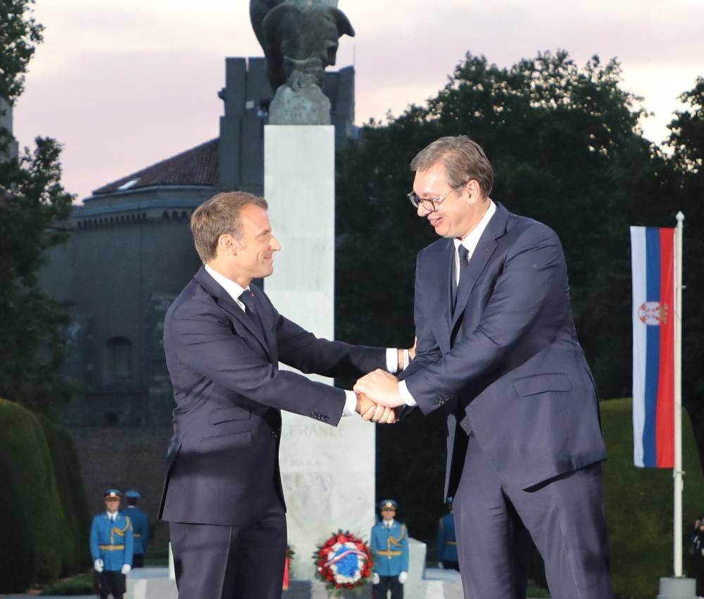 French president Emmanuel Macron (L) shakes hands with Serbian president Aleksandar Vucic during a ceremony marking the inauguration of the restored