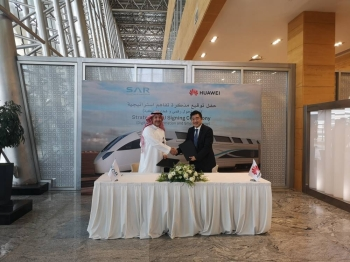 Dr Bashar Al Malik, CEO of SAR, and Dennis Zhang, CEO of Huawei Tech Investment Saudi Arabia, shake hands during the recent signing of MoU